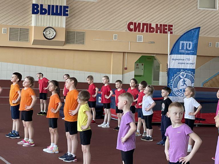 Дошкольники выполняют нормативы комплекса ГТО!