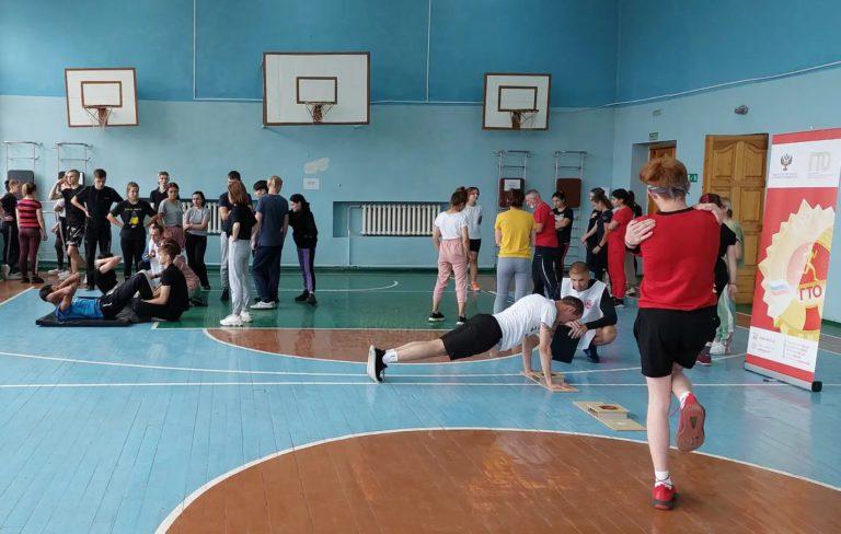 Студенты Кемеровского техникума индустрии питания и сферы услуг выполнили нормативы комплекса ГТО на знаки отличия